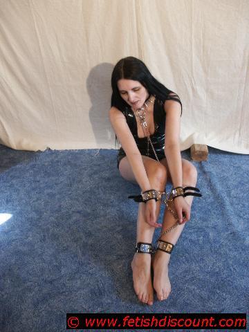 Hals- Hand-, Fußfesseln mit Edelstahl und Spikes